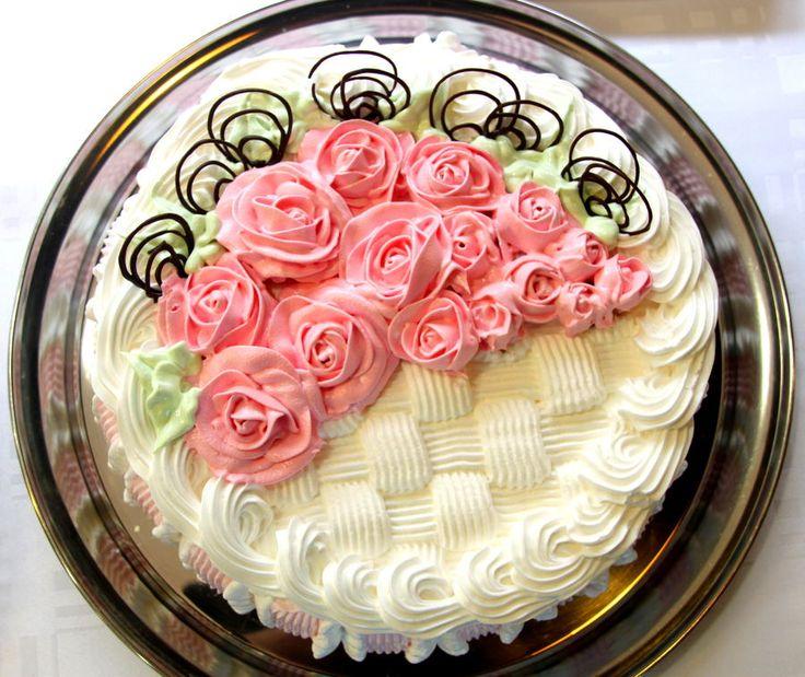 Pretty basket weave cake