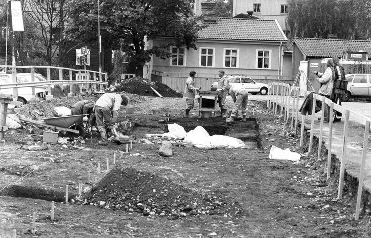 1987 grävdes det för fullt för Klippans parkering. VLT:s Per Carlson rapporterade om arkeologernas fynd som visade hur medeltidens västeråsare levde och...