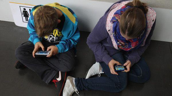 Per i teenager il cellulare è più importante della moda http://www.sapereweb.it/per-i-teenager-il-cellulare-e-piu-importante-della-moda/         (Foto: Getty Images)  La moda non va più di moda. Non quella degli abiti, quantomeno, e non tra gli adolescenti. È la tecnologia, in particolare quella mobile, al primo posto degli interessi dei teenager. Meglio un cellulare nuovo che la borsa all'ultimo grido o...