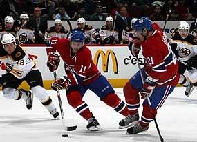 "Hockey : club les Canadiens de Montréal.   Hockey is the ""national"" sport of Quebec province."