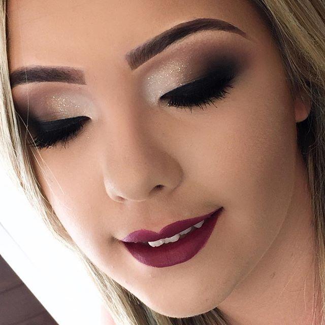 """Maquiagem em tons neutros+ Batom vinho, Diva da MAC que vocês encontram na @visualcosmeticosjp ✨ Pele feita com Kryolan! #makeup #macbrasil #maccosmetics #nyx #catharinehill #maybelline #urbandecay #dailuspro #visualcosmeticosjp #kryolan #mfmaquiagem #job"" Photo taken by @ateliedabelezamakeup on Instagram, pinned via the InstaPin iOS App! http://www.instapinapp.com (09/17/2015)"