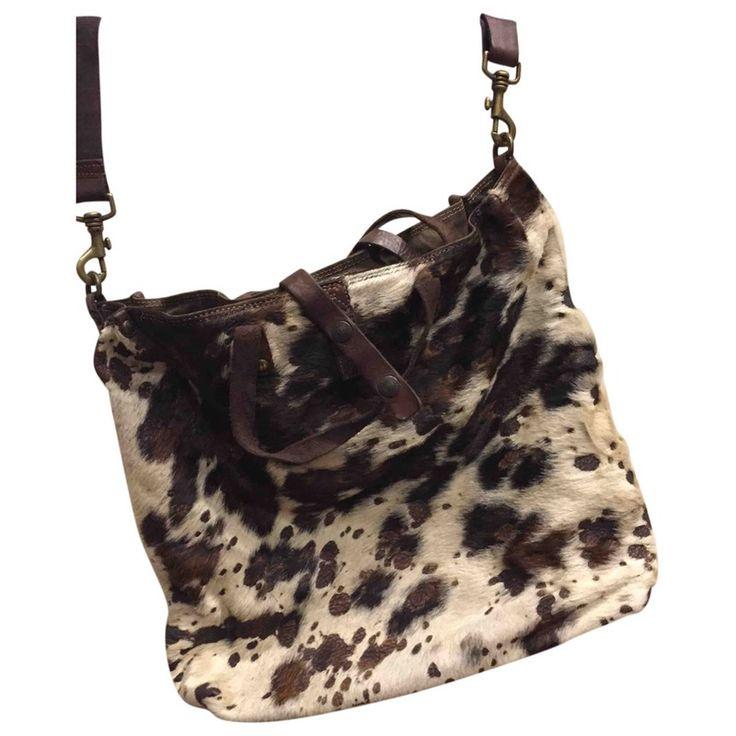 Borsa shopping Campomaggi in pelle marrone e cavallino, possibilità di essere portata a tracolla, a spalla e mano.  Come tutte le borse di Campomaggi è in pelle effetto used.