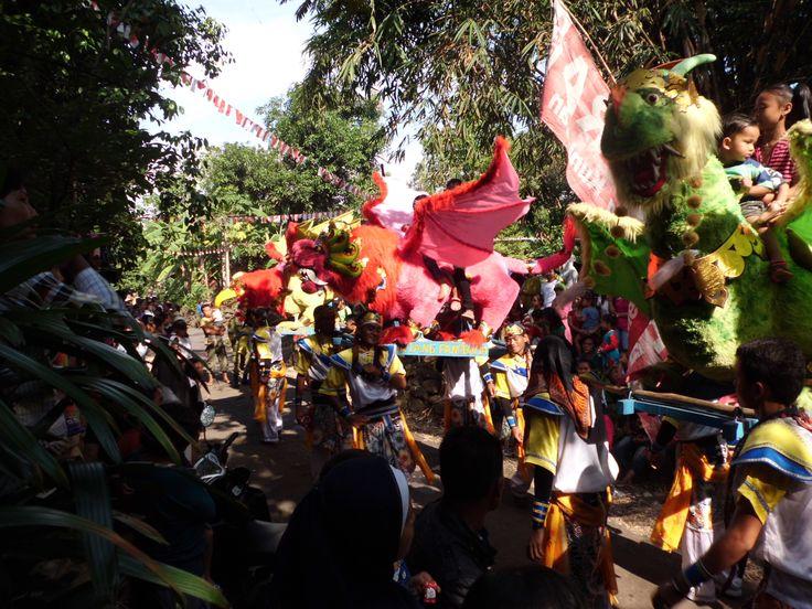 Kesenian Singa Barong untuk merayakan atau selametan untuk anak yang telah di sunat