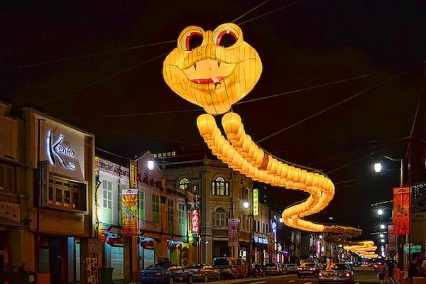 An Amazing Thousand-Foot Long Snake Sculpture, Made Of 850 Lanterns - DesignTAXI.com
