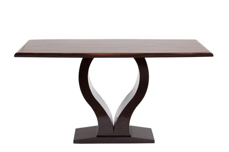 Этот обеденный стол станет украшением столовой или кухни, он достаточно большой, чтобы вместить семью из трех-четырех человек, и при этом стол не смотрится громоздко. Обеденный стол выполнен в темно-коричневом цвете, это позволяет с легкостью интегрировать этот предмет мебели практически в любые дизайнерские решения. Столешница сделана из композитного мрамора, а оригинальные изогнутые ножки - из МДФ.             Материал: МДФ, Камень.              Бренд: DG Home.              Стили…