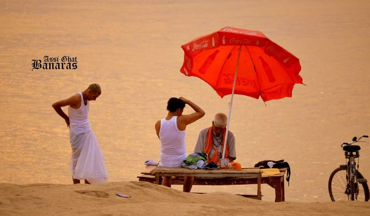 The Dawn Boat Ride and Old City Temples in Varanasi | Padhaaro