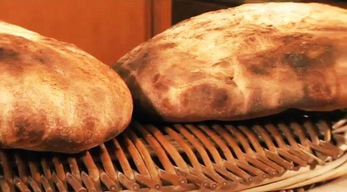 Pane pugliese fatto in casa: la videoricetta delle sorelle Simili