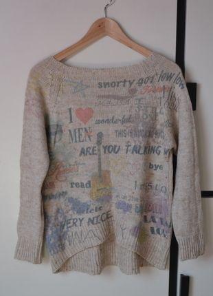 Kup mój przedmiot na #vintedpl http://www.vinted.pl/damska-odziez/swetry-z-dekoltem-v/10124752-bezowy-cieply-sweterek-z-napisami