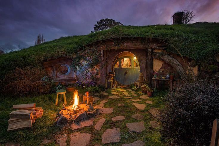 o dormir dans une maison de hobbit dans le monde voici. Black Bedroom Furniture Sets. Home Design Ideas