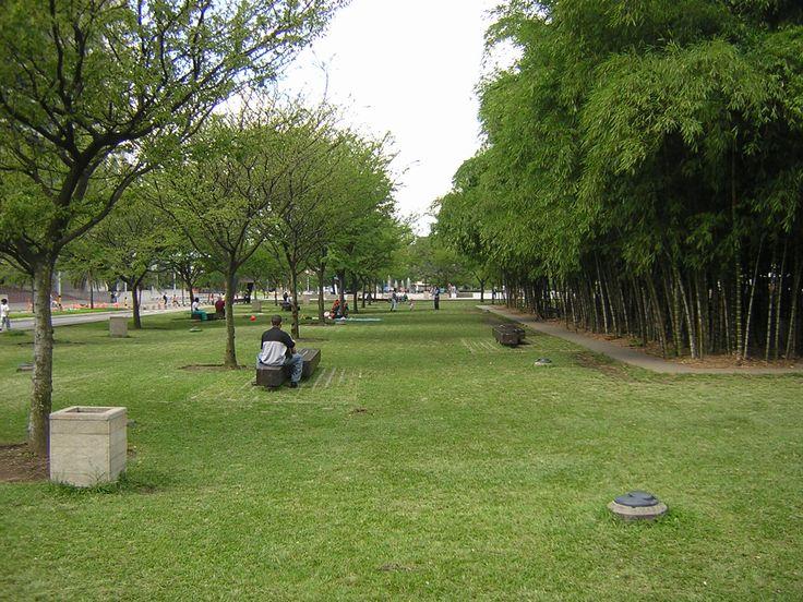 Parque de los Pies Descalzos, Medellín.