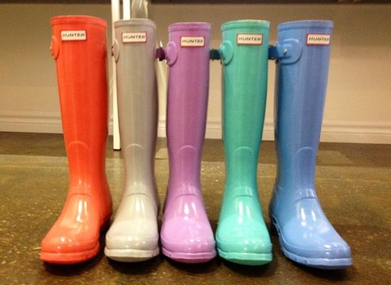 LOVE all of these spring colors of HUNTER boots.  Which one is your favorite?!?