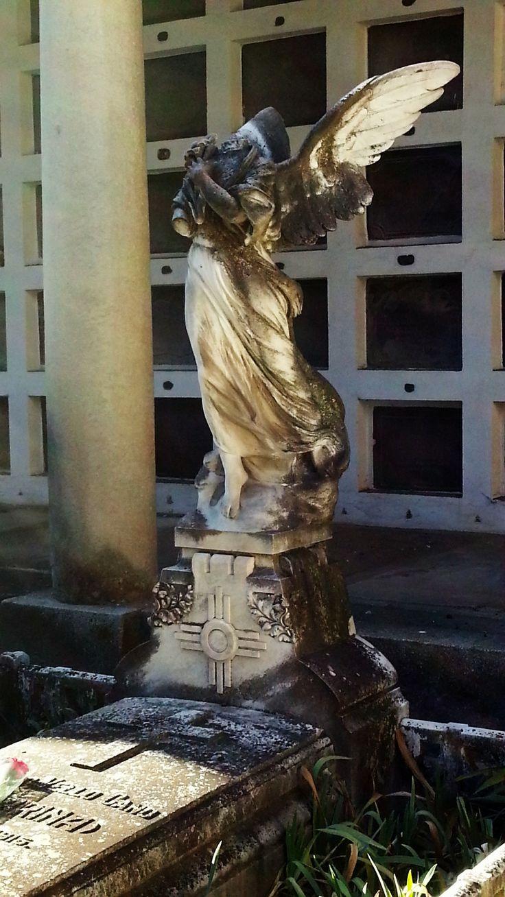 """Ángel (se especula que podría ser de Benlliure) Benlliure en la sepultura de la cupletista Consuelo Vello Cano, """"La Fornarina"""" #Cementerio #Madrid #SanIsidro"""