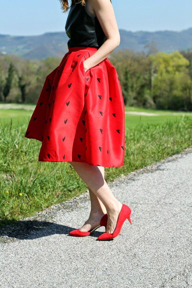 Amemipiacecosi Fashion Blog: Outfit: midi skirt rossa e top smanicato in pelle