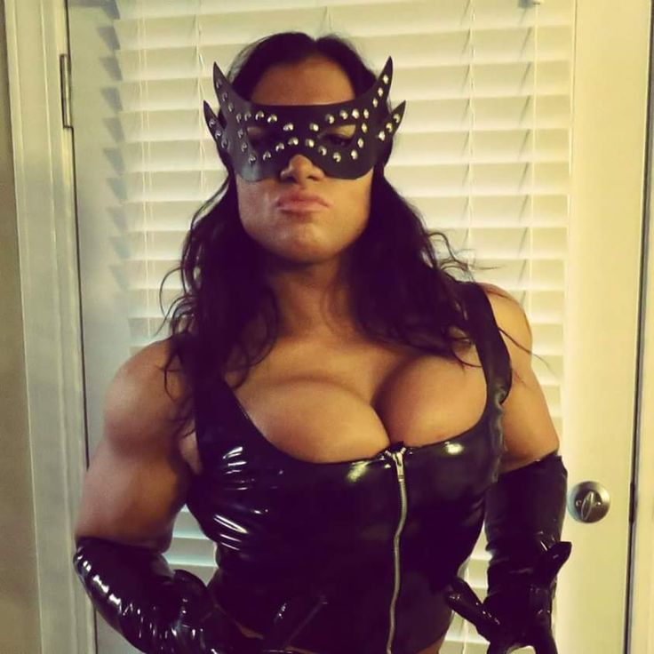 Looks like catwoman did some hard workout | Isabelle