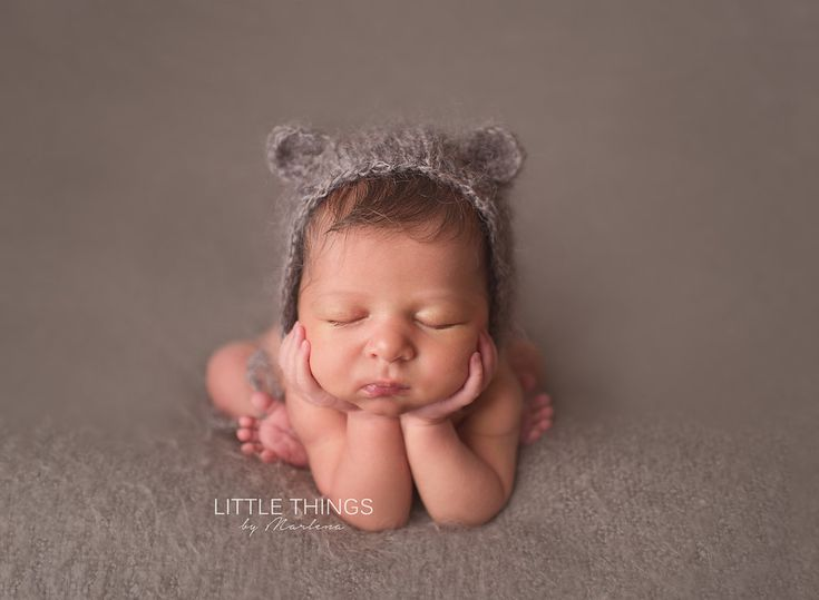 Little things by marlena boise idaho newborn photographer froggy pose grey knit
