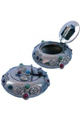 Steal out this Pure Brass Gemstone Ash Tray Handicraft Sunshine #stylishashtray #onlinehomedecor #decortiveitems Shop now-  https://trendybharat.com/pure-brass-gemstone-ash-tray-handicraft-sunshine-srhcf172?search=handicraft%20items
