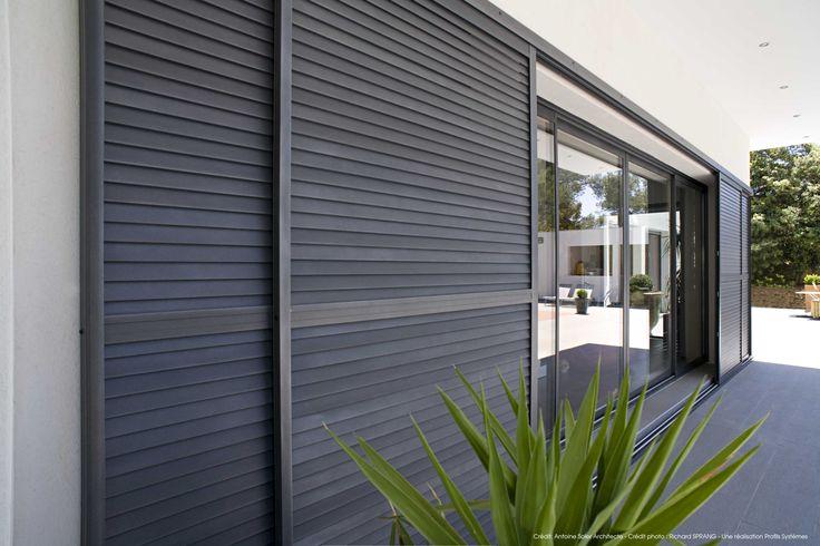 La gamme de volet coulissant Profils Systèmes répond à vos besoins d'occultation et s'adapte au style architectural de votre habitat.