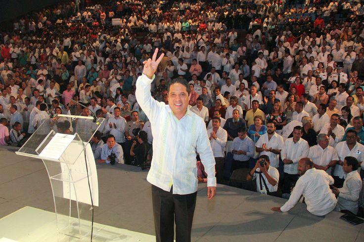 """] ACAPULCO, Gro. * 04 de septiembre de 2017. Gobierno de Acapulco """"El nuevo Acapulco va por buen camino, vamos cambiando y vamos cambiando para bien"""", expresó el presidente municipal, Evodio Velázquez, durante el mensaje con motivo del segundo informe de resultados del gobierno municipal, donde..."""