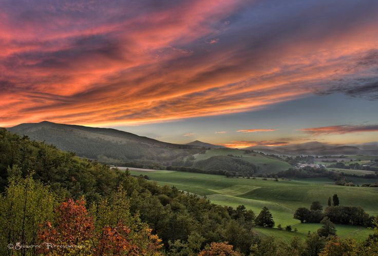 Beautiful Umbrian Sunset by G.Peppoloni - It is time to start thinking about that holiday in Umbria...