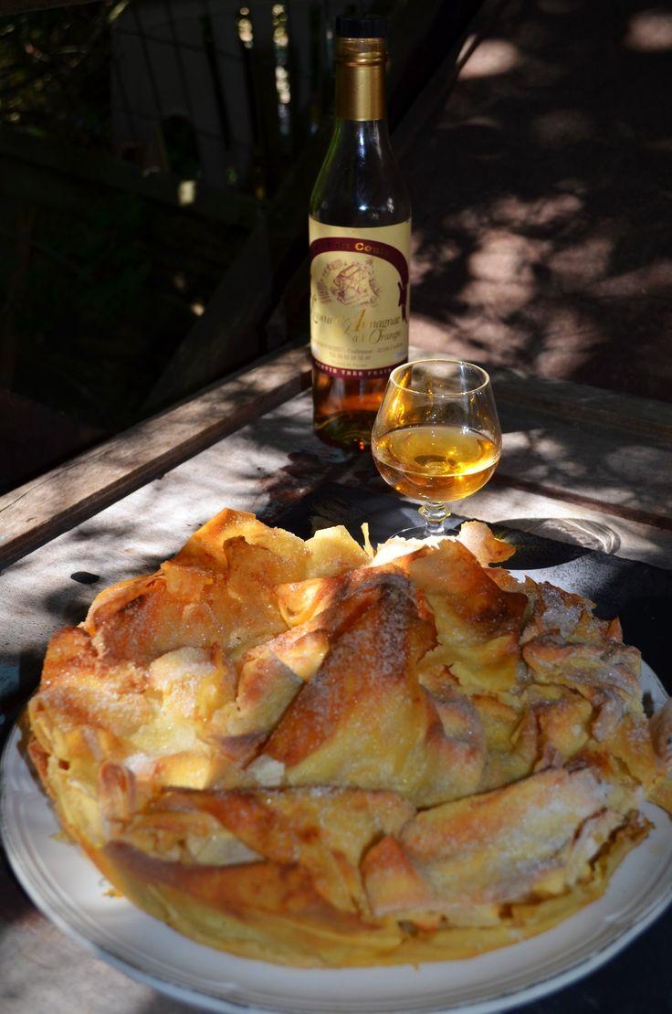 La croustade est une spécialité Gersoise aussi appelée Pastis Gascon. Une pâte aérienne et croustillante, de la finesse d'une aile de libellule et des pommes