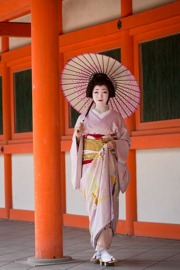 Most famous geiko in Miyagawacho - Toshikana (SOURCE)