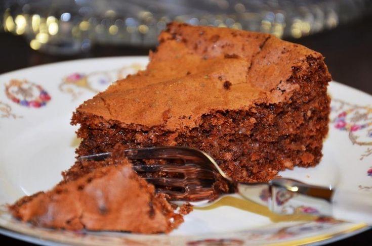 """Прежде всего, """"Капрезе"""" — это замечательный шоколадно-миндальный торт…"""