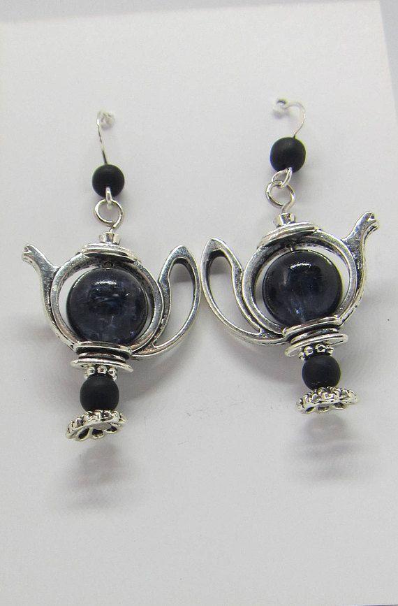 Zwart glas theepot, onyx oorbellen, handgemaakt sieraad, beperkte oplage, recycled kraal, zilver oorbel kado, koffie warme drank, cadeau
