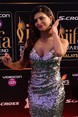 High Quality Bollywood Celebrity Pictures: Jacqueline Fernandez and Sonakshi Sinha Super Sexy Stills From The IIFA Rocks Event During 16th International Indian Film Academy (IIFA) Awards 2015 At Istana Budaya in Kuala Lumpur, Malaysia