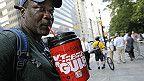 Una corte del estado de Nueva York determinó que es ilegal el plan de la alcaldía de Nueva York de prohibir la venta de bebidas gaseosas de gran tamaño en restaurantes y otros negocios