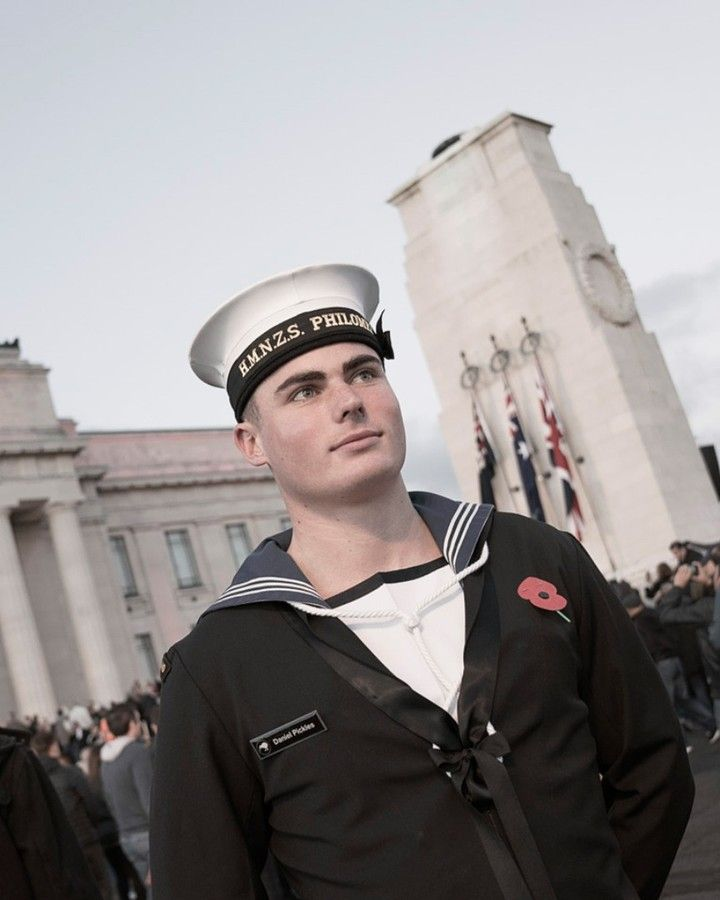 A Lovely Portrait Of A Sailor Captured After The Anzac Day Dawn Service Militaryportraitsnz Anzacday Nznavy Navy In 2020 Military Photography Dawn Service Navy
