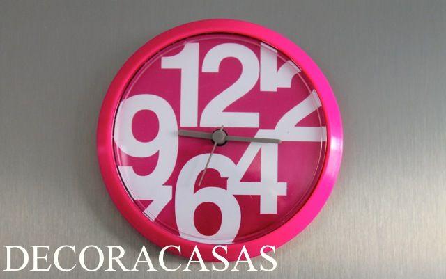 Relógio íma de geladeira: marca a hora sem precisar furar a parede deste cômodo (em geral revestida de azulejos e com grande risco de furar um cano.)