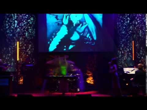 Monarques (IUMSQ) Performance Live Incroyable de dessin sur sable art bl...