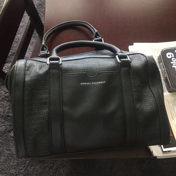 A black original Armani Exchange purse NWOT! Black medium to large Armani exchange purse, never used, cute ! And come with shoulder strap! Price isn't set, I'll take best offer! Armani Exchange Bags