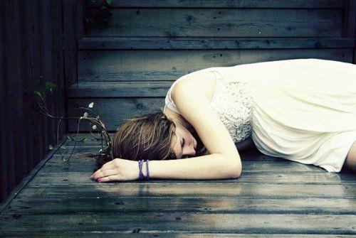 """""""Es el abismo de saber que todo terminó.Intentas asirte a cualquier indicio de esperanza para poder seguir adelante"""""""