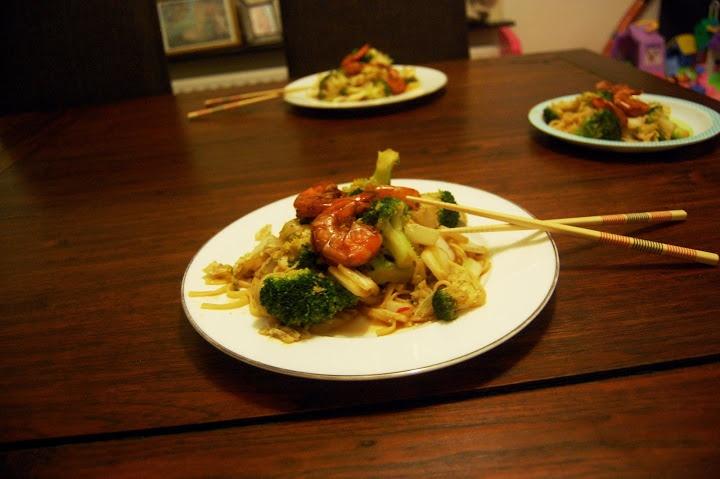 Mie met broccoli, Chinese kool en garnalen