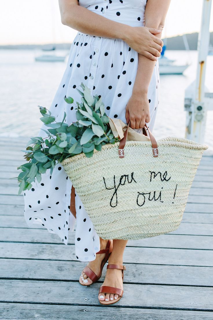 Picnic lovers anonymous DIY with this embroidered straw tote over on the blog