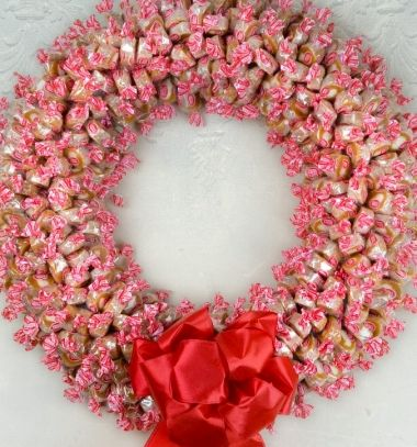 Caramel (or candy) wreath - sweet DIY gift idea // Karamell (cukorka) koszorú - kreatív ajándék ötlet // Mindy - craft tutorial collection // #crafts #DIY #craftTutorial #tutorial
