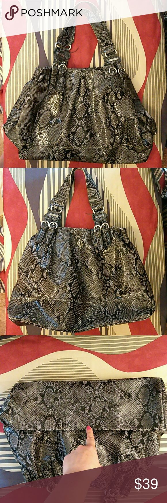 """Jessica Simpson Handbag Xlarge Handbag is in excellent condition. Very clean inside and out. Gray, black and white snakeskin print. 3 compartments with silver accents. Measures 19""""L X 12.5""""H. Jessica Simpson Bags"""