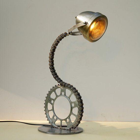 Chain E Steel Foot Industrielle Tischlampe Upcycled Schreibtischlampe Motorradlampe Chain Industrielle Motorr In 2020 Schreibtischlampe Lampe Tischlampen
