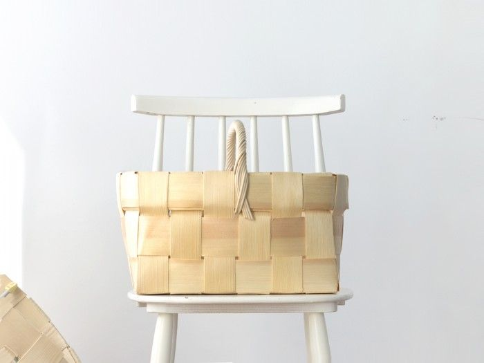 Handcrafted Finnish birch basket by nämä
