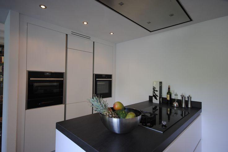 Modern hoogglans keuken.