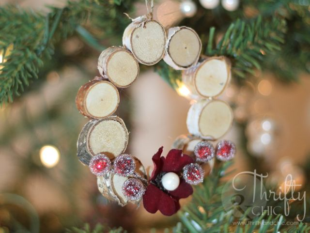 This adorable woodland wreath is a Christmas ornament that requires a few birch discs, a small flower, and some berries.
