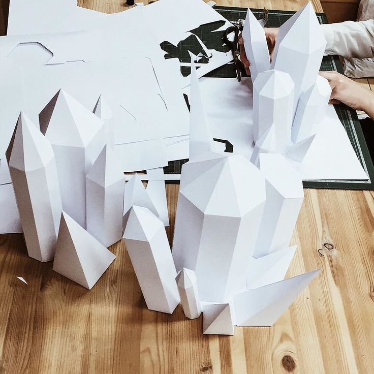 готовим самоцветы для оформления зимних витрин так же напоминаю про детские мк в эту субботу! мы решили повторить животных для тех у кого не получилось прийти) подробности @matopaper #matopaper #paper #paperart #hellovolgograd by matokhina