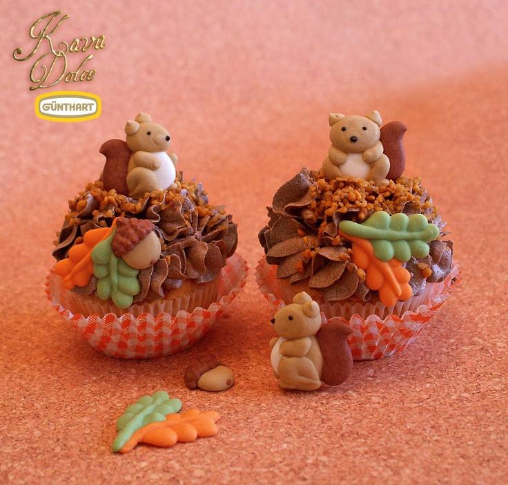 Cute Litte Sugar Squirrels With Acorn Decoration For Cupcakes And Cakes /  Kleine Zucker Eichhörnchen