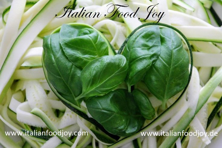 #basil and #courgettes good for everybody.... it deoes't mattere if you're #vegan or not! Very good for #Italian #Food Joy www.italianfoodjoy.com www.italianfoodjoy.de