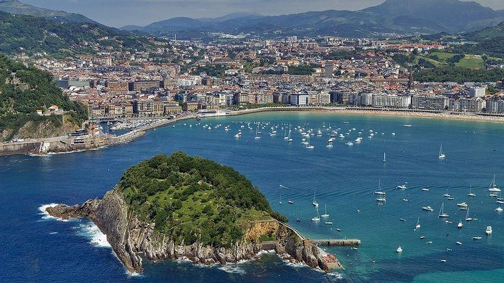 Hay que ir preparando nuestras vacaciones de verano así que apuntad estas playas urbanas en vuestra lista...