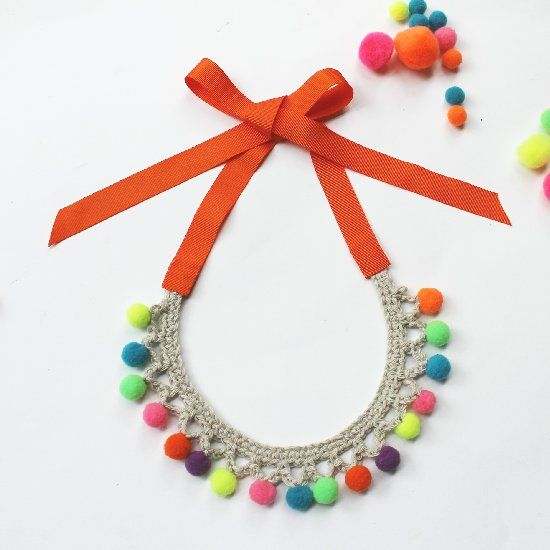 Tutorial basic crochet necklace DIY and pompom (Italian blog).