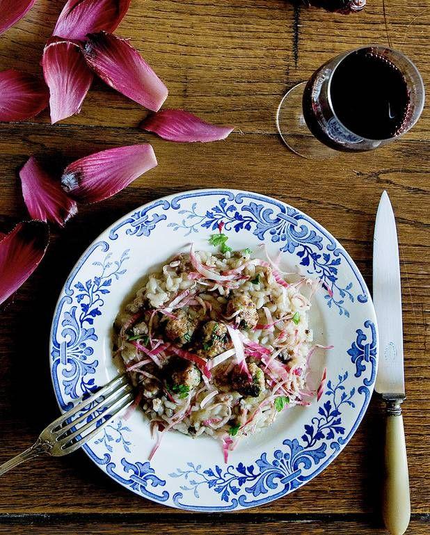 Risotto aux saucisses et endives rouges de Mimi Thorisson pour 4 personnes - Recettes Elle à Table