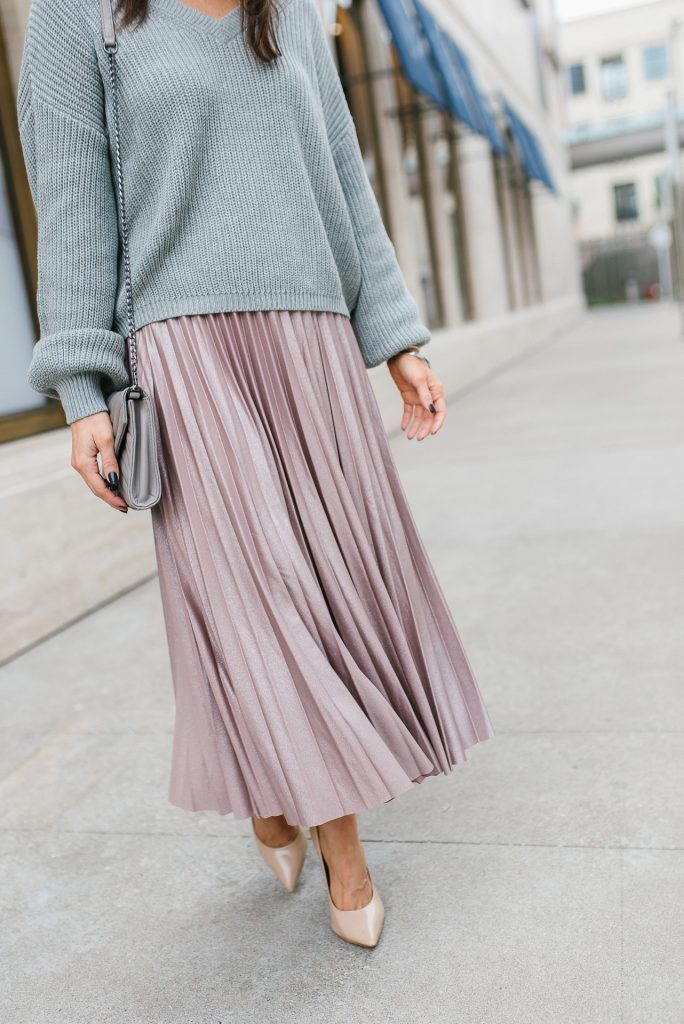 62ef7458dc3 Sweater and Midi Skirt Outfit