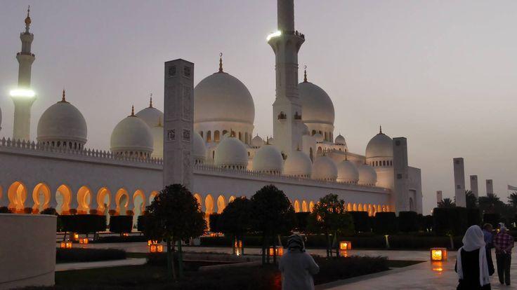 Shaikh Zayed Moschee #Dubai #AbuDhabi #Fujairah #Sharjah #AlAin #rundreise #arabische #emirate #eberhardt_travel #reise #travel #eht #richtigreisen # PalmJumeirah #MallofEmirates #BurjKhalifa #BurjalArab #MadinatSouk #wüstensafari #jeep #ShaikhZayedMoschee